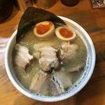 中華そば 華丸 - 味玉そば 860円 焼豚 240円