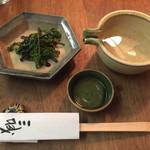 Sanjiro - 問答無用で出てくる日本酒と山のものでは無いワラビ