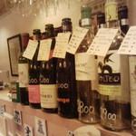 11257614 - カウンターに並ぶワイン