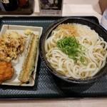はなまるうどん - 天ぷらなど、温かけ大。