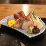nidaimekaisensakabahamakaze - お刺身(まぐろ、サーモン、シマイサキ、メジナ、ホタテ、エビほか)