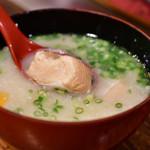 北海道料理 三平 - 三平汁@300円:鮭を掬ってみる。