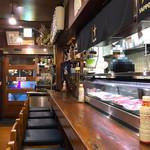 北海道料理 三平 - 店内。カウンターより。
