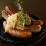 その②特製ドイツソーセージ3種盛り Three Sausage Platter