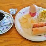 ファミリーハウス - ブレンドコーヒー(380円)、モーニングB・ホットドッグ