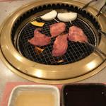 瓢箪屋 焼肉店 - タン塩とタマネギ