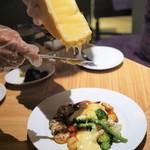 """ESOLA  - """"10種類の野菜とソーセージのラクレットチーズ"""""""