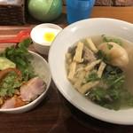 新東記 CLARKE QUAY - 肉骨茶(バクテー  )とミニチキンライスのセット