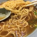駅前ラーメン ひげ - 太麺です