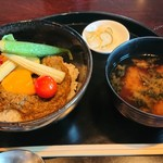 春秋 - 和牛スネ肉のグリーンカレー丼 1,200円