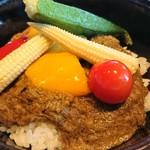 春秋 - 和牛スネ肉のグリーンカレー丼