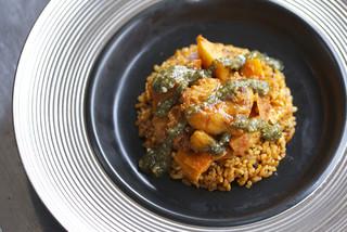 バー サディダカール - 【チェブジェン】 アフリカ料理の中で最も広く食されている伝統料理。赤ワインとの相性が抜群。