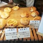 パトンキ - もち大麦の黒豆&カマンベールも気になりますか。