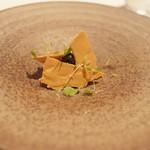 ジョンティ アッシュ - 帆立貝のタルタル、セレロラブのメレンゲ、キャビアのせ
