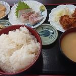 定食や おかだ - 鯛刺身と唐揚げ