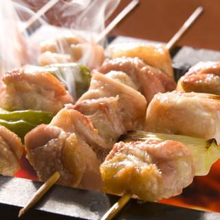 ハイコスパの炭火焼鳥♪必食のごち焼きはモモ、豚バラをご用意
