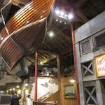 アミティ・ランディング・レストラン - お店にはでっかい船が