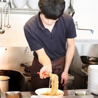 麺麓menroku出身のオーナーが営む中華そば麓fumoto
