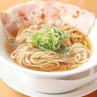 本格こだわり中華そばを550円で味わえます。