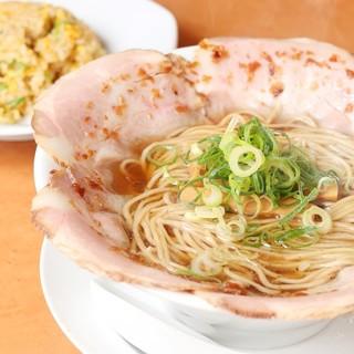チャーシュー麵半チャーハンセットが1番人気!