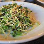 中国家常菜 燕郷房 - 押し豆腐とパクチーのサラダ
