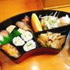 弥助 - 料理写真:寿司ランチ お弁当形式での提供