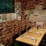 串天ぷらと日本酒バル かぐら - テーブル席