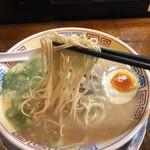 秀ちゃんラーメン - 麺リフトしてみました。