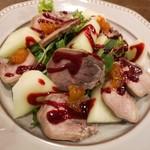 ビストロ ポーカー - 豚タン柔らか煮のスモークとフルーツとセルバチコのサラダ仕立て