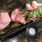 yakinikuenta - 牛肉友三角・極上タン塩・ネギ塩カルビ、豚肉南国スイート