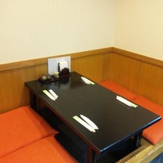 カップルでもお子様連れにも人気のテーブル