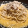 高円寺イタリア食堂 BUNGO - 料理写真:岐阜県から新鮮な特別な卵を取り寄せ生クリームを使わない本格ローマスタイルの大人のカルボナーラです!シメにオツマミに!お酒にも合わせやすいです!