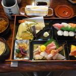味処 味楽 - 料理写真:特製味楽定食(A)