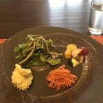 よも麺てんき - ランチのサラダ