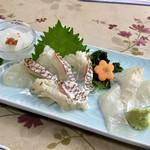 食事処マルタ活魚 - 【お刺身定食 1,080円】この日のお刺身は、ヤリイカ・マダイ・スズキの3種