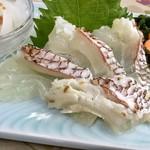 食事処マルタ活魚 - 【お刺身定食 1,080円】このマダイが絶品だったんです!