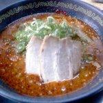 よってこや - 料理写真:唐辛子を使った辛めの赤らーめん。とんこつベースのスープと唐辛子のコクのある一品!