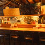 カラアゲとクラフトビール タンサンバルポゴ - 1階カウンター