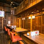 カラアゲとクラフトビール タンサンバルポゴ - 1階テーブル