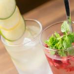 カラアゲとクラフトビール タンサンバルポゴ - サワー2種