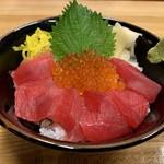 さかな屋すし 魚健 - 相方はまぐろイクラ丼