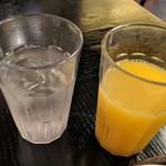 広東料理セレブリティクラブ セラリ迎賓館 - [ドリンク] ミネラルウォーター & オレンジジュース
