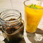 コナズ珈琲 - 本日のコーヒー アイス、マンゴージュース