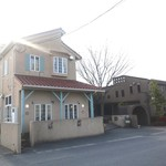 カフェ・ビアレストラン エル・トマ - BAR・レストラン  ラ・パセオの隣です