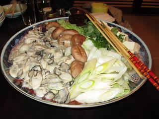 凡蔵 緑町 - 牡蛎鍋(二人前)調理前