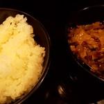 赤麺 梵天丸 - 料理写真:ごはん150円と、無料のザーサイ
