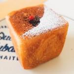 アドゥマン - 開けてびっくり、タピオカミルクティーのキューブパン