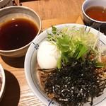 112733025 - 【ピリ辛肉蕎麦/牛たたき丼  ¥1.180】