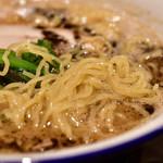 112738767 - 茂司ら〜麺(細麺)@780円:細麺。やや縮れ気味。