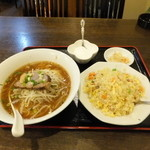 中国家常菜 同心房 赤羽店 - ラーメン+半チャーハン600円
